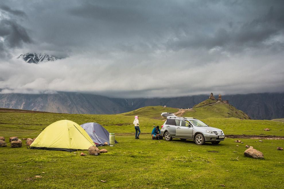 17:30 Дождь закончился, повылезали из своих палаток и машины. Решили немного оглядеться и прогу