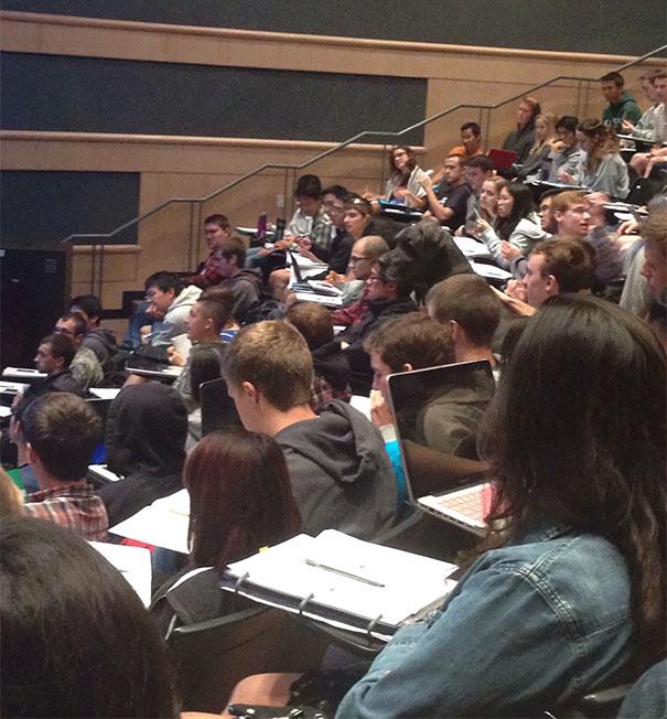 Неожиданный гость на лекции по машиностроению.