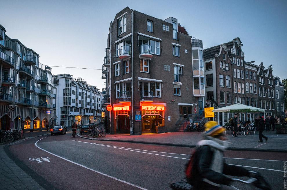В Нидерландах ветряные мельницы используются по непривычному нам назначению Точнее, использовал