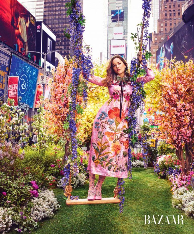 Дакота Джонсон в Gucci для Harper's Bazaar US (3 фото)