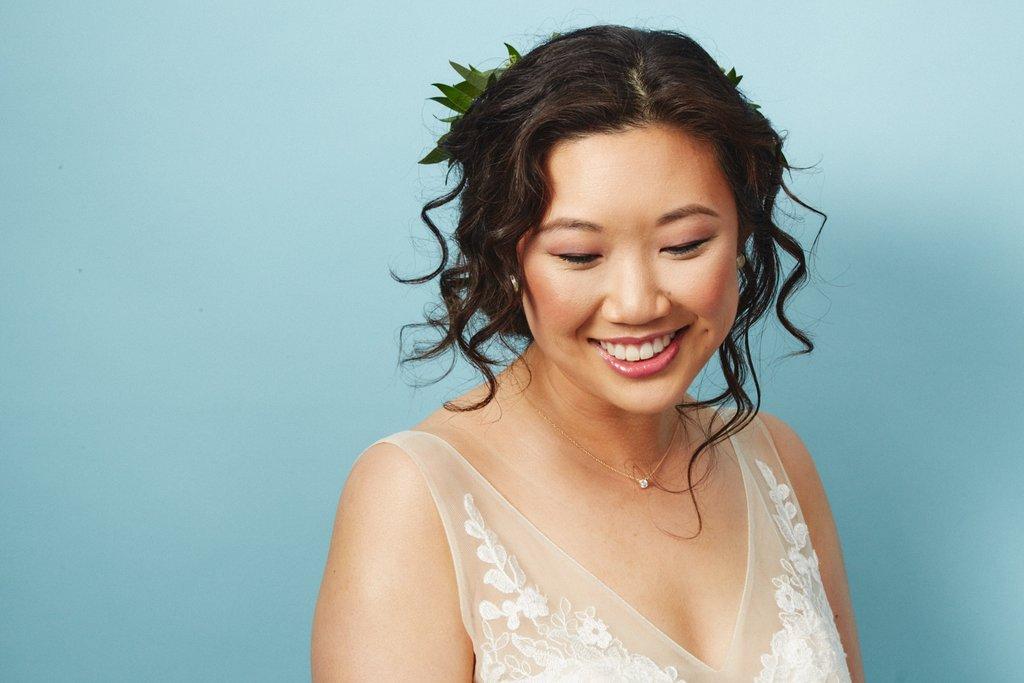 свадебные-прически-с-цветами8.jpg