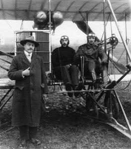 Авиатор В.М.Абрамович, совершивший перелет из Берлина в Петербург, в летном костюме сидит за рулем управления аэроплана.