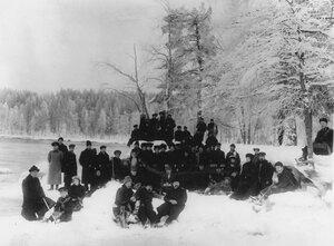 Группа членов Общества телесного воспитания Богатырь, участников экскурсии на Иматру у порогов Малой Иматры. 1909