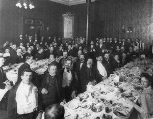 Члены общества на обеде