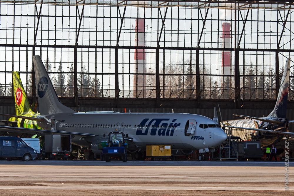 B-737_VQ-BRP_UTair_2_OVB.JPG