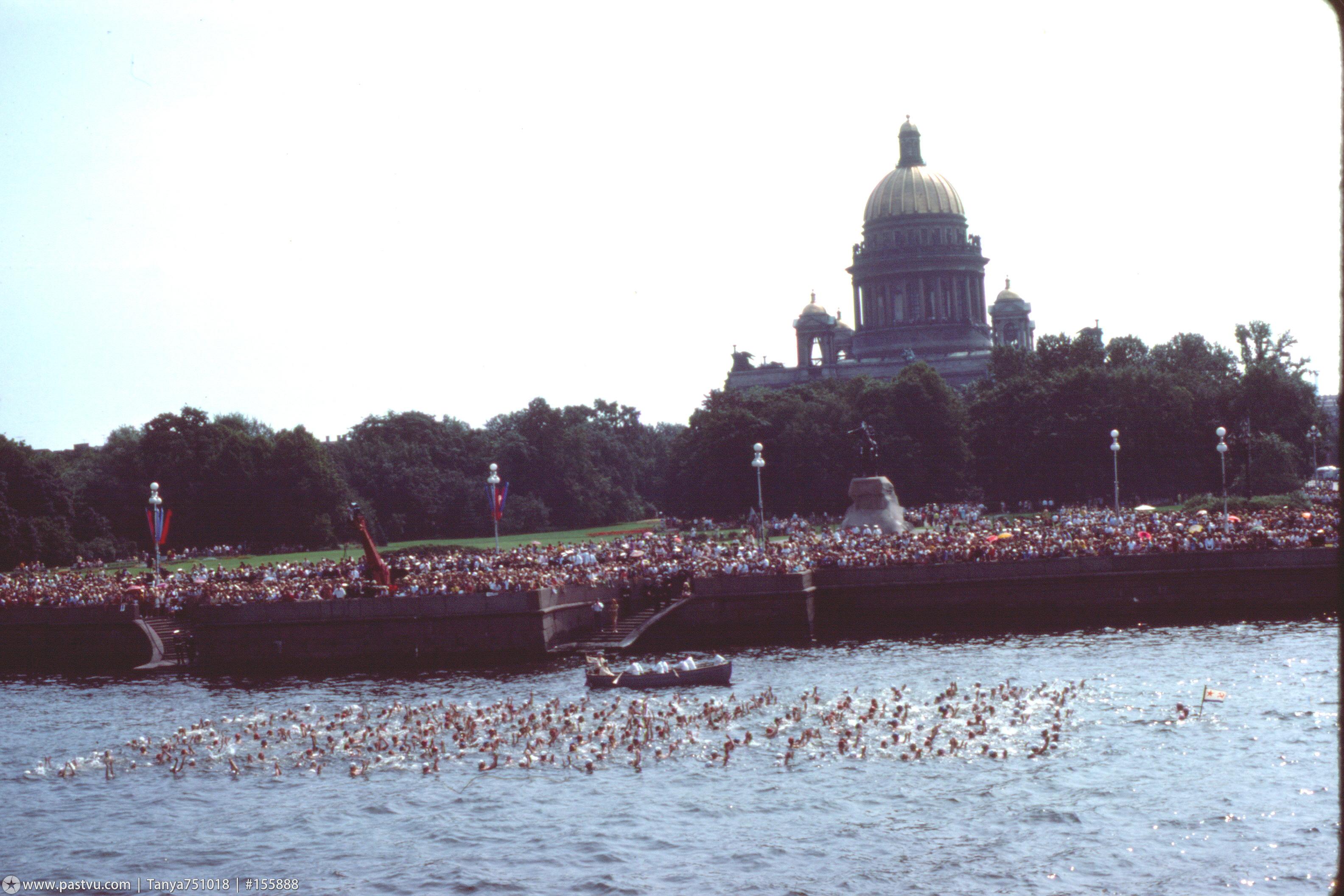 1976 Заплыв на Неве в День Военно-Морского Флота..jpg