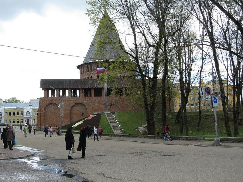Громовая башня и вал от старых стен со стороны города