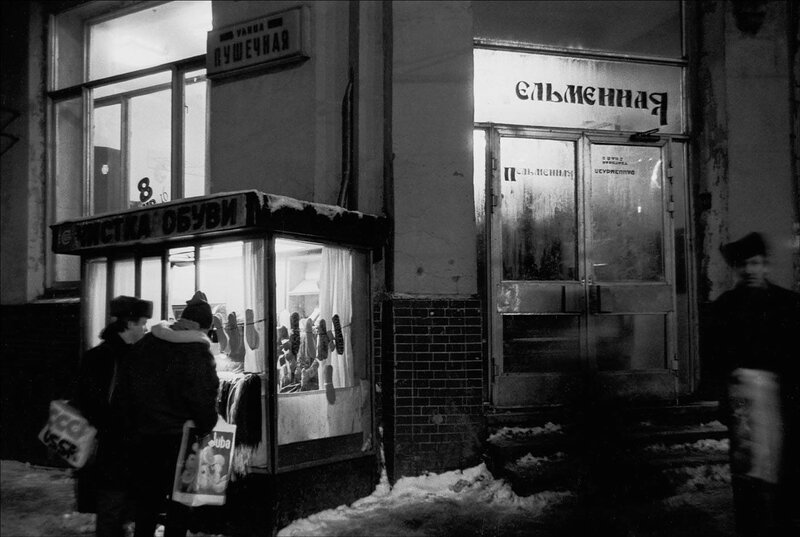 Угол Пушечной и Рождественки. Москва, 1988 год. Фото © Игорь Стомахин.jpg