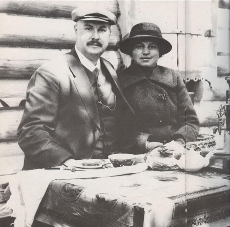 А.И. Бренинг с женой Ольгой Федоровной в Свияжске, 1915