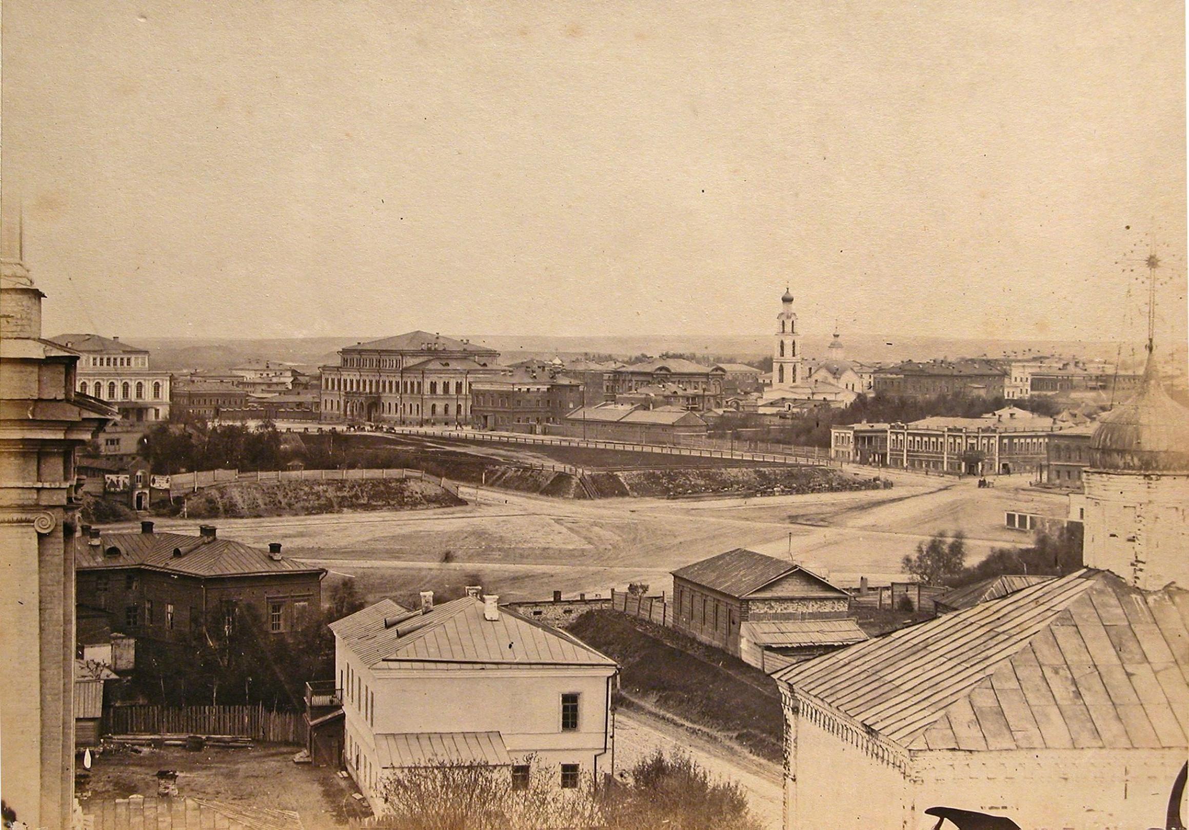 1870. Вид на Николаевскую площадь, Дворянское собрание и Городской театр