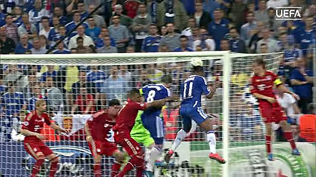 Дрогба забивает ответный гол на 88-ой минуте в ворота Баварии(635)