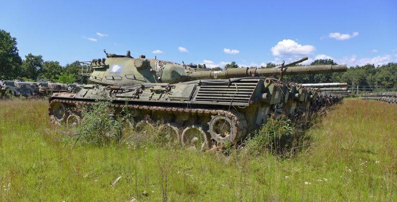 Abandoned-Italian-Army-tanks-and-mothballed-armoured-personnel-carriers-4.jpg