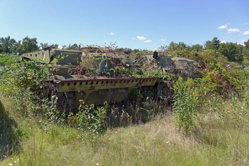 Abandoned-Italian-Army-tanks-and-mothballed-armoured-personnel-carriers-11.jpg