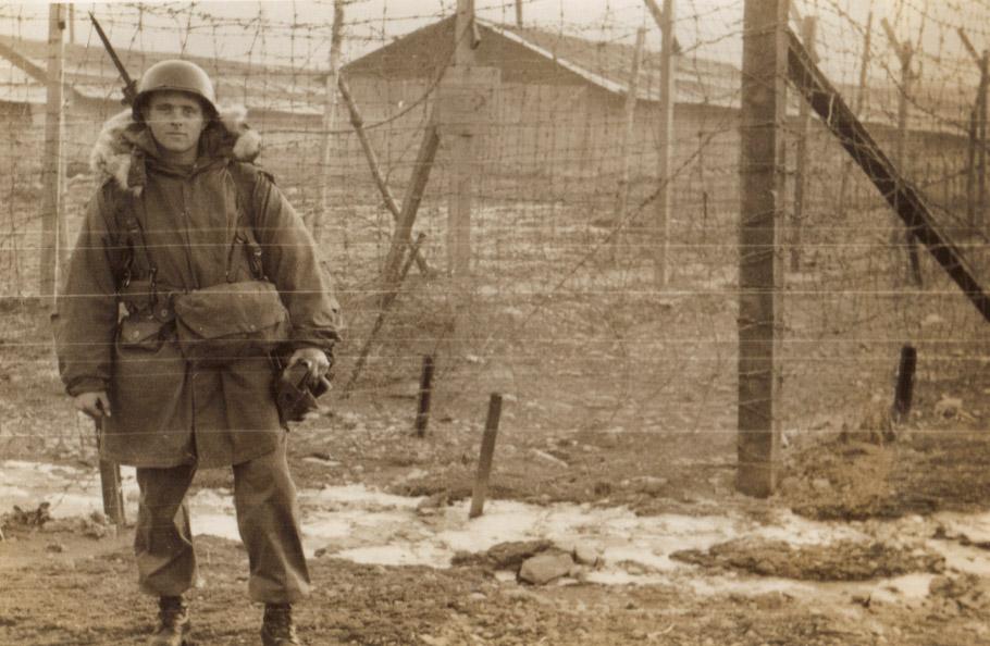 army_prison_guard_at_koje-do.jpg