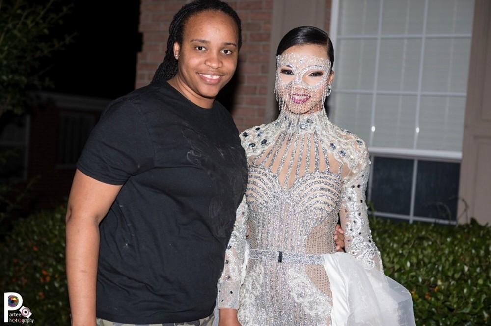16-летняя девушка произвела фурор в сети своим нарядом на выпускной