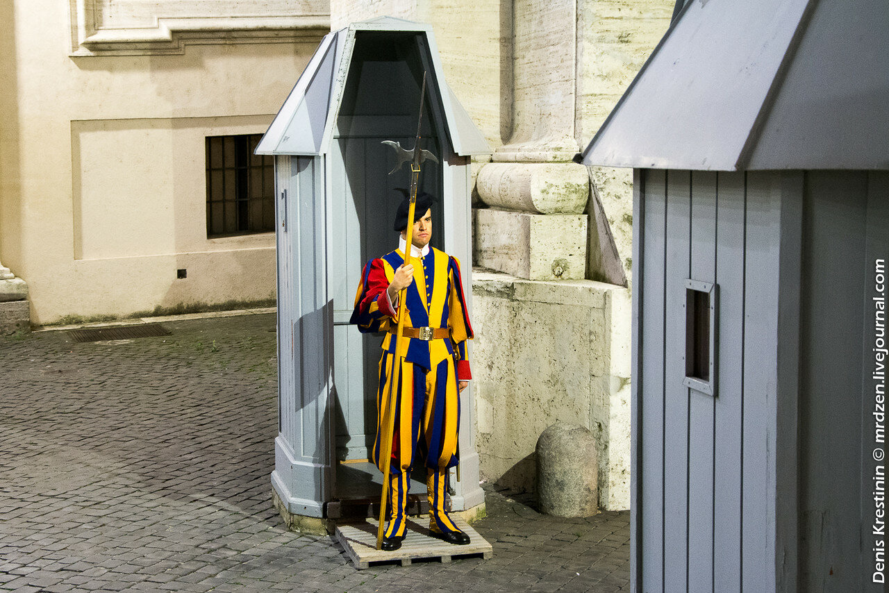 Ватикан. Швейцарский гвардеец.