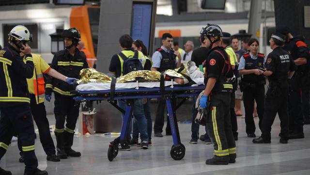 В Барселоне электричка врезалась в перрон, 48 человек пострадали, пятеро - в тяжелом состоянии. ФОТО