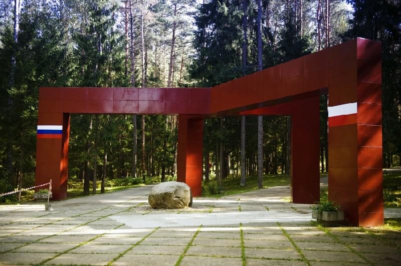 20170811_21-00-Министру культуры рассказали, кто расстрелял поляков в Катыни