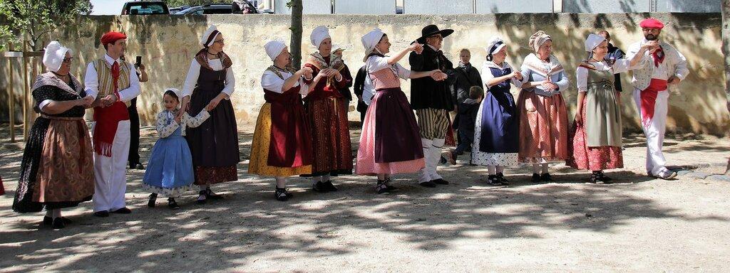Традиционный танец Окситании.19в.  (Франция)