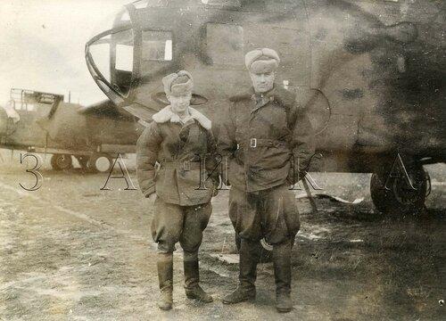 Павлов и Гуляев в Виннице 1944 копия.jpg