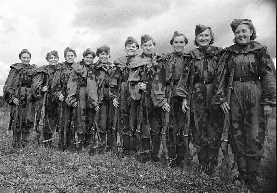1943 год, снайперы Красной армии перед отправкой на передовую.