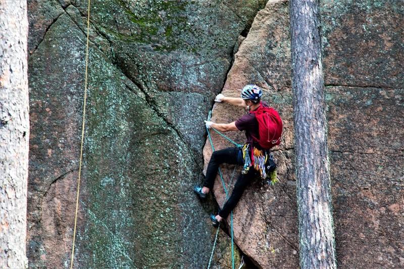 теперь по местам парка. В Реповеси есть излюбленная спортсменами скала ( высотой 50 метров, вы её ср