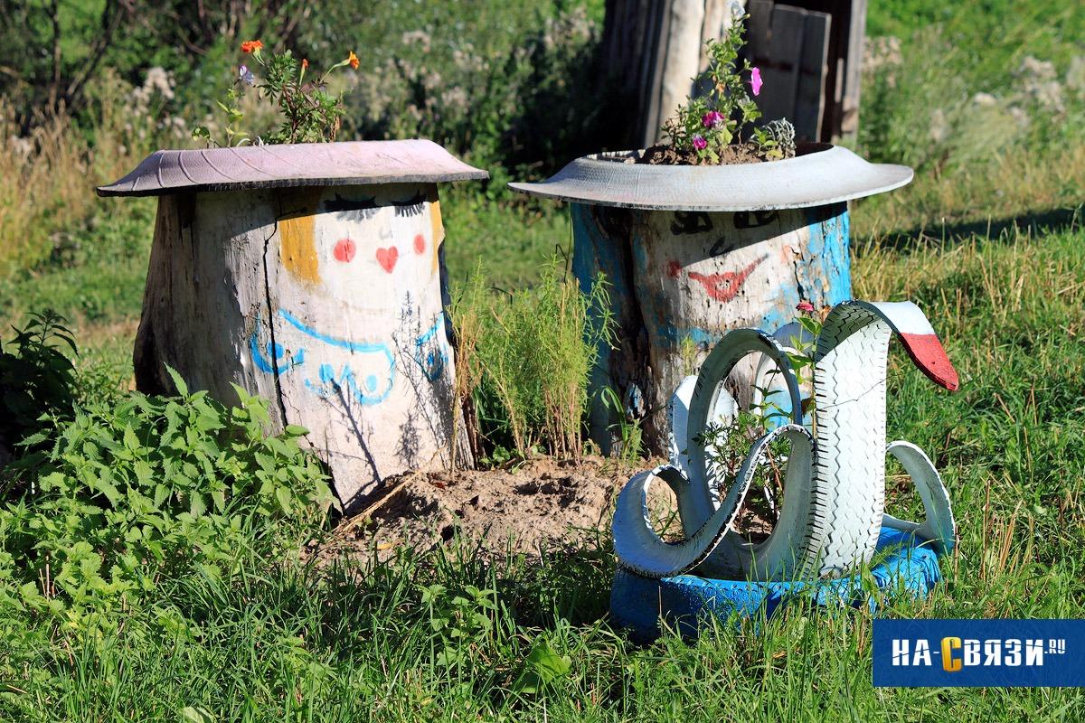Ландшафтным дизайнерам давно известно, что из старых шин легко получаются разнообразные скульптуры,