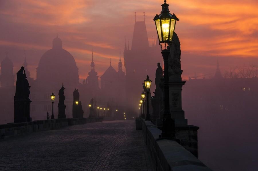 5. Карлов мост в сумерках, Прага.