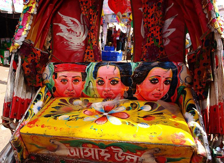 В Дакке — столице Бангладеша — рикши являются одним из основных видов общественного транспорта.