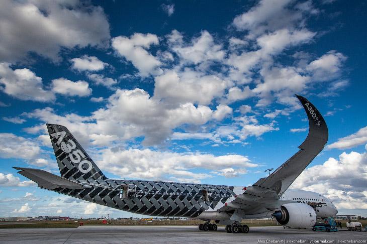 2. По заявлениям Airbus, A350-900 на 30 % экономичнее в расчёте на одно место и имеет на 25 % меньшу