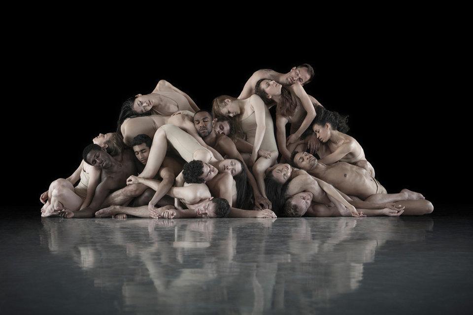 Во время съемки Ариели взял на себя роль «хореографа» и предлагал труппам воплотить в жизнь фразы, к