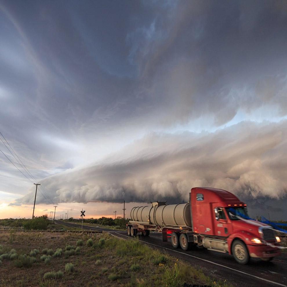 К бурям по шкале Бофорта относятся ветры скоростью более 20 м/с (9 баллов), а к ураганам — ветр