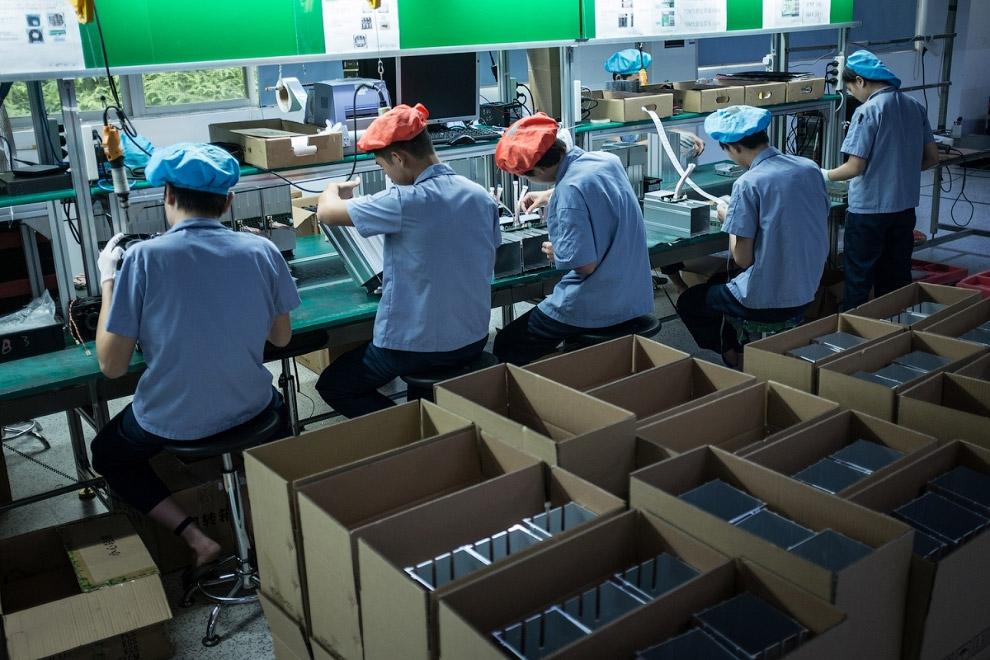 6. На фото: один из ангаров самой большой майнинг-фермы в Китае. Уже сейчас ей принадлежит 5% х