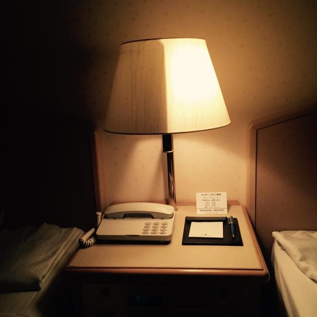 © imgur  Если увас вспальне две кровати, «обитатель» одной изкоторых любит читать допоздна,