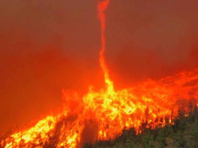 © Oregon Department of Forestry/flickr  Одно изсамых разрушительных явлений— огненный смерч