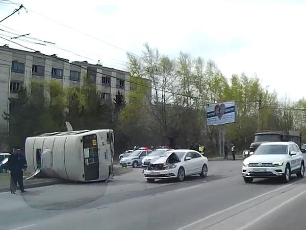 НаЮжном Урале в итоге ДТП перевернулась маршрутка спассажирами