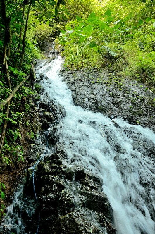 Спуск по водопаду