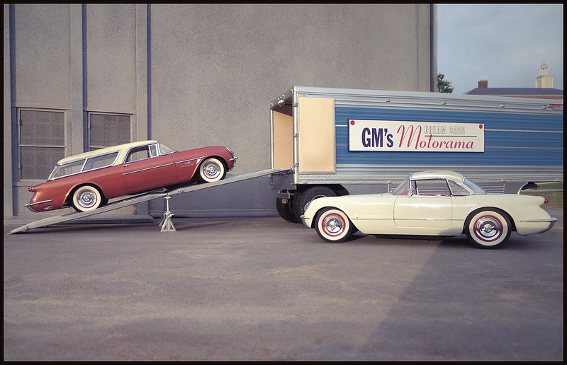 Photographer Creates Lifelike Images of American Streets Using Toy Car Models and Forced Perspective