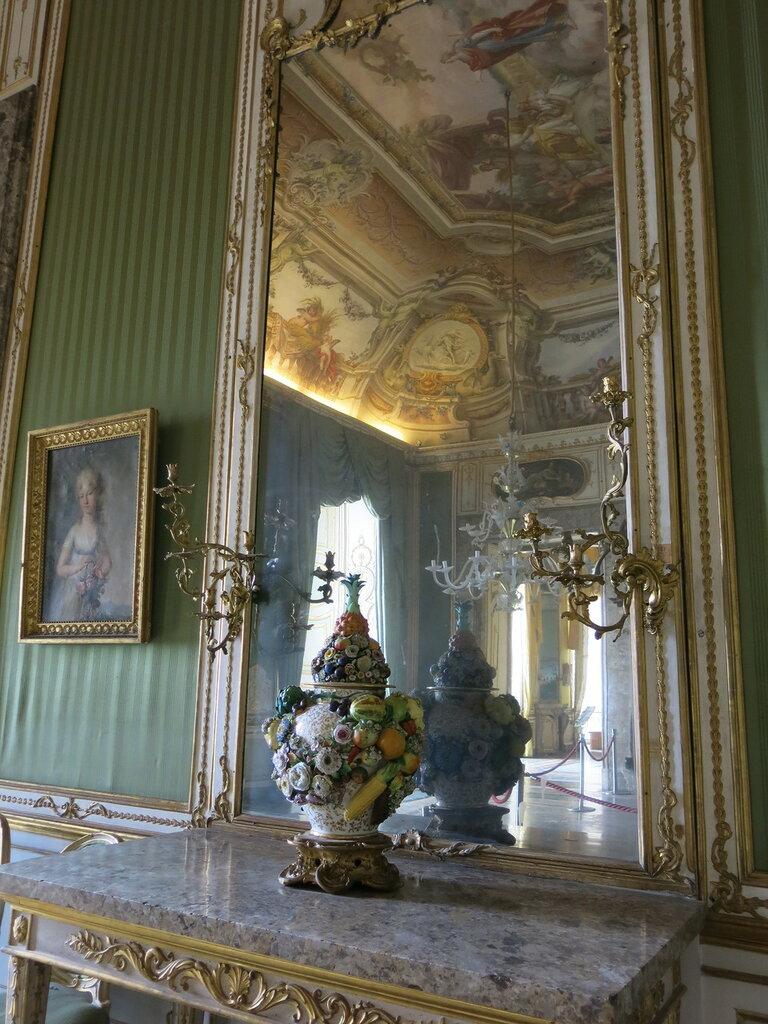 Caserta,_la_reggia_(18604062734).jpg