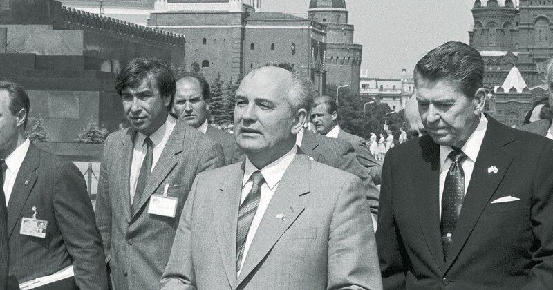 Михаил Горбачев и Рональд Рейган на Красной площади 1988
