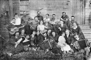 Группа рабочих завода.  1916