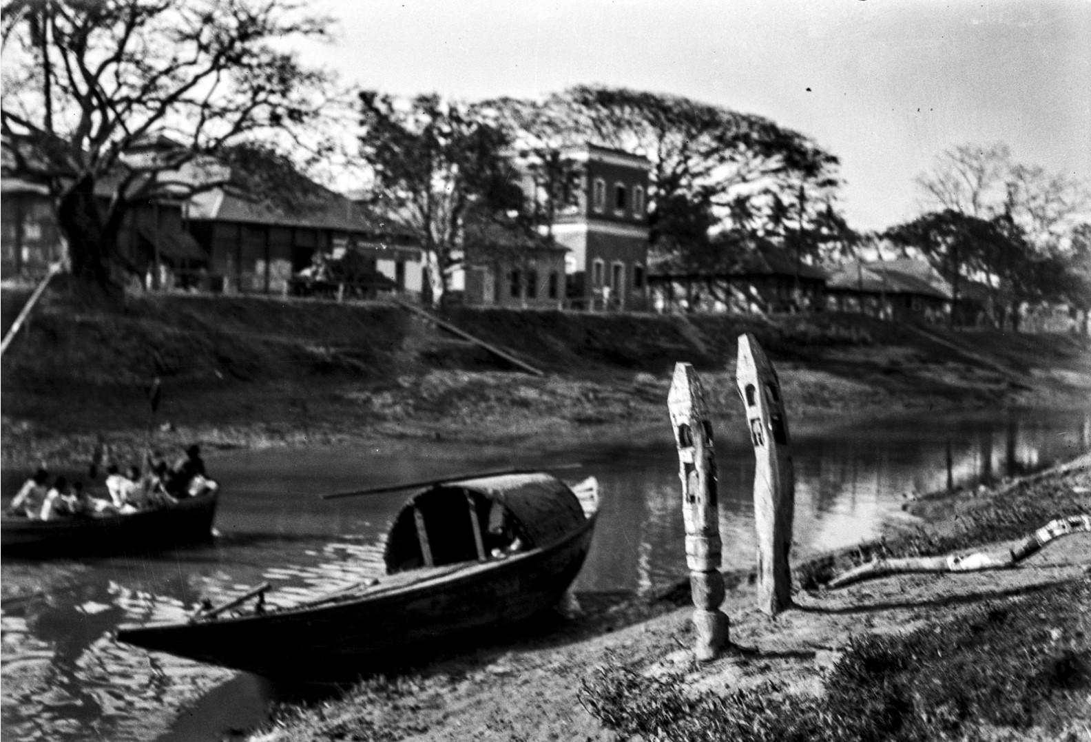 1289. Лодка и сваи в Калигхате