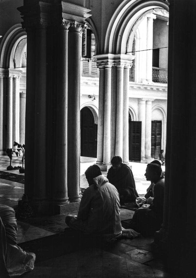 1302. Молитва в домашней часовне Тагоров
