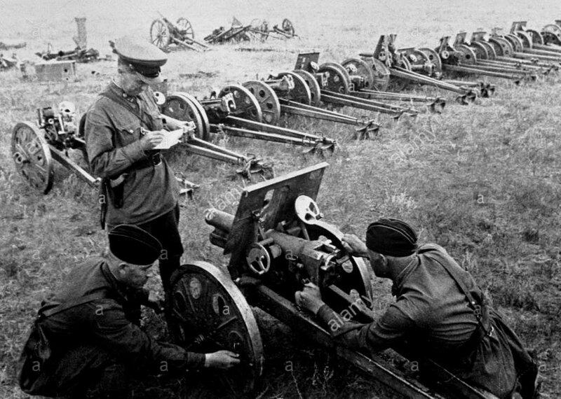 Захваченные японские орудия. Халхин-Гол, 1939 год.