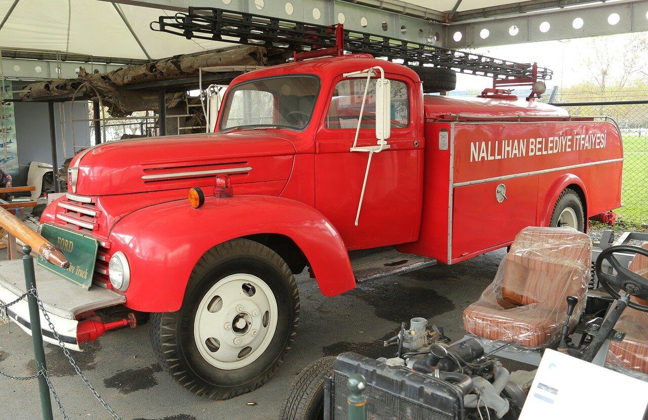 Стамбул. Музей Рахими Коча. Пожарная машина на шасси Ford, 50-е годы