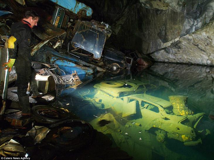 2. Подземное озеро на руднике в Уэльсе.