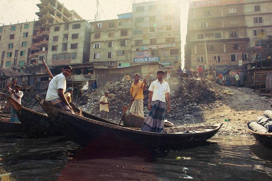 На набережной Северной Дакки столпотворение. Еще бы: яблоки продают в розницу! С аукциона! Торг