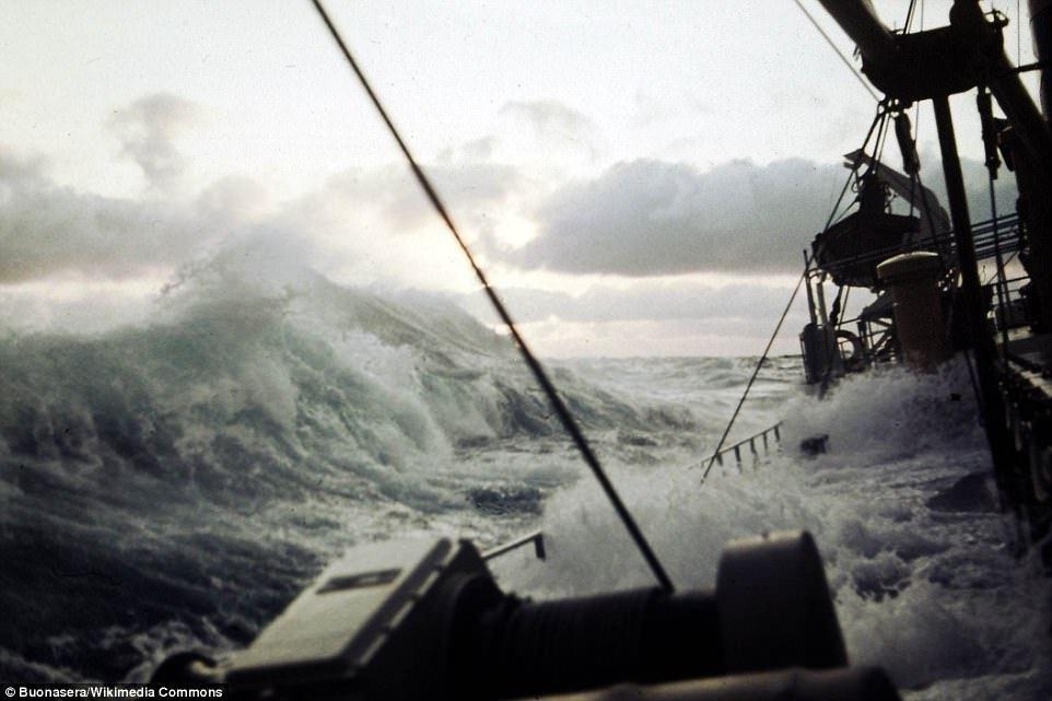 Судно «Garthsnaid», попавшее в шторм по пути из Икике, Чили, в бухту Мапуту, Мозамбик, 1920 год.