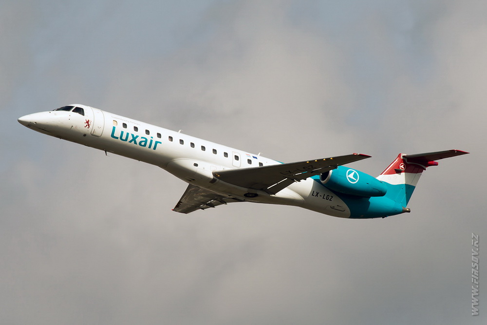 Embraer_ERJ-145_LX-LGZ_Luxair_3_LUX_for_ .JPG