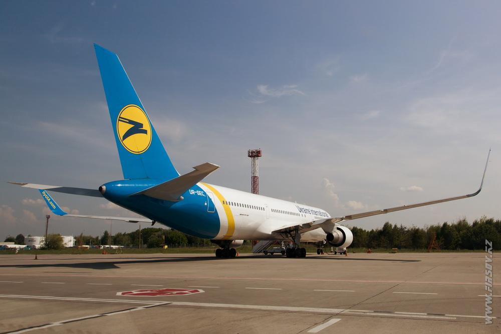 B-767_UR-GEC_Ukraine_International_Airlines_1.JPG
